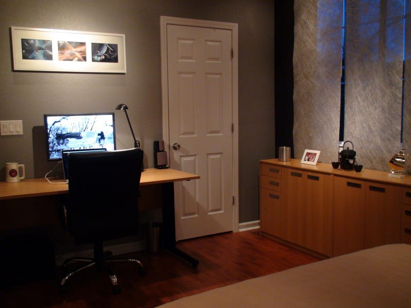 Illustration for article titled Shades of Gray: A Bedroom Home Office - Gallery