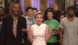 Illustration for article titled Scarlett Johansson Spoils Mayweather-Pacquiao For The SNL Cast
