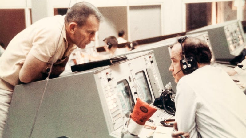 Illustration for article titled Classic Mission Control Photos Show Space Heroes On The Ground