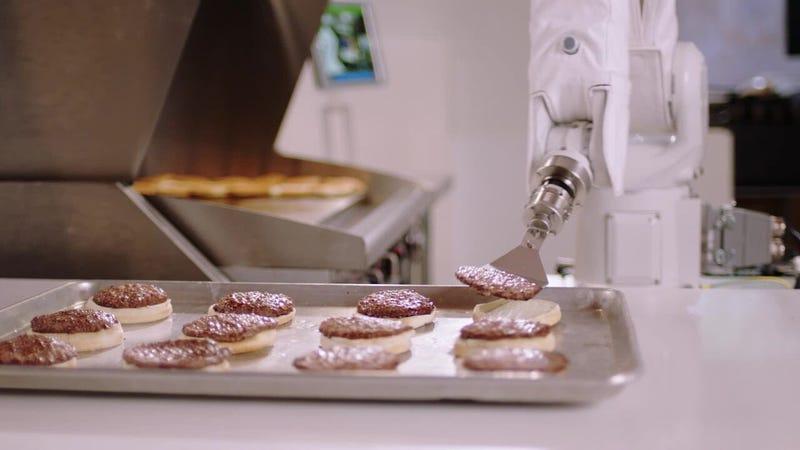 Illustration for article titled Desconectan a Flippy, el robot que hace hamburguesas, en su primera semana de trabajo