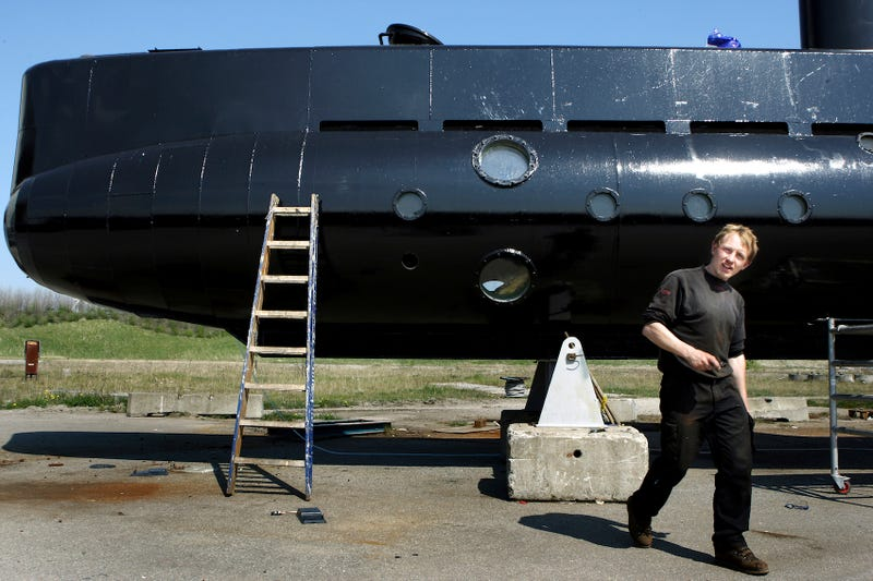 Peter Madsen y su submarino en el 2008. (Foto: AP Images)