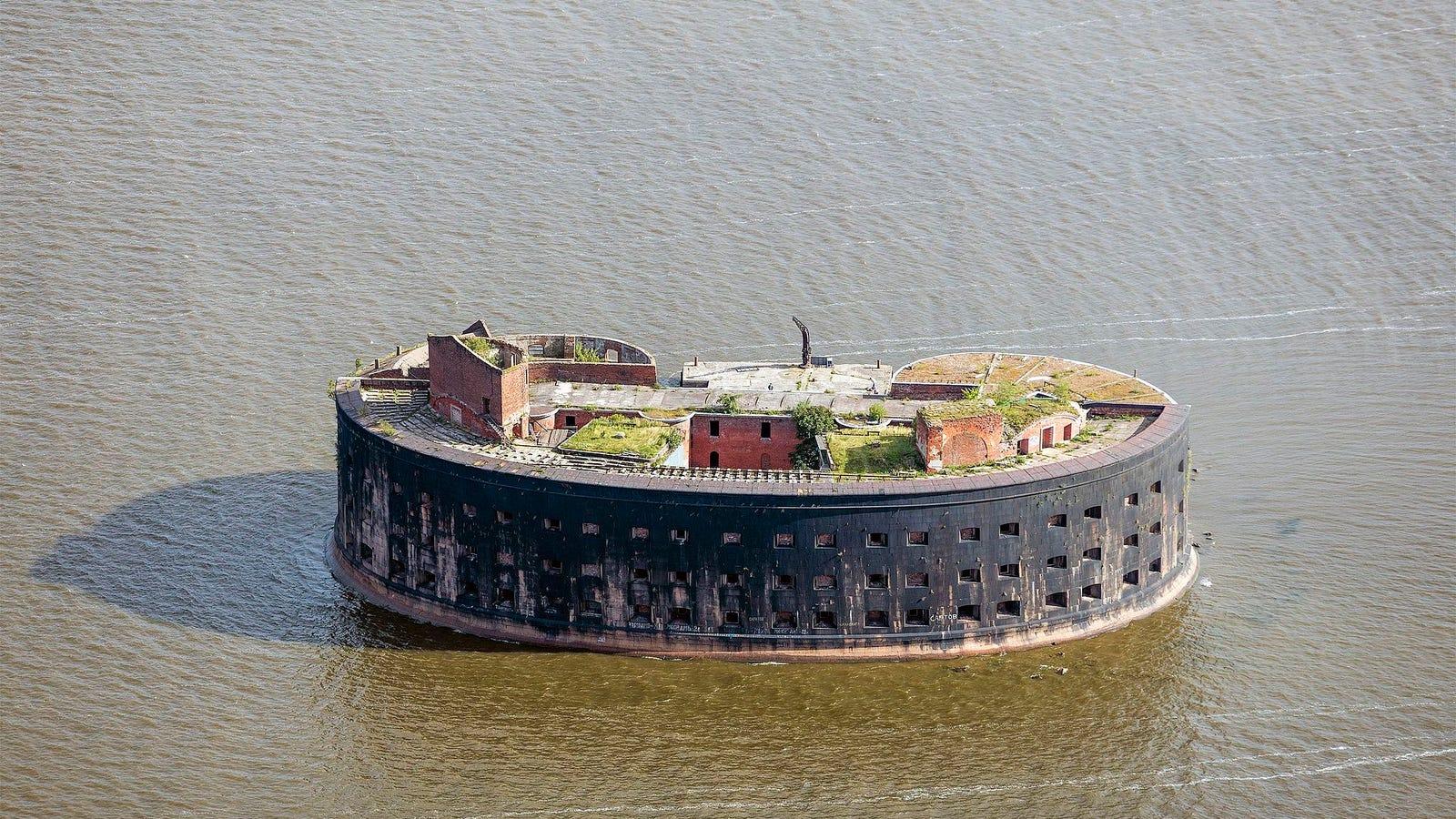 Así es Fort Alexander, la fortaleza inexpugnable rusa donde experimentaban con animales para tratar de curar la peste