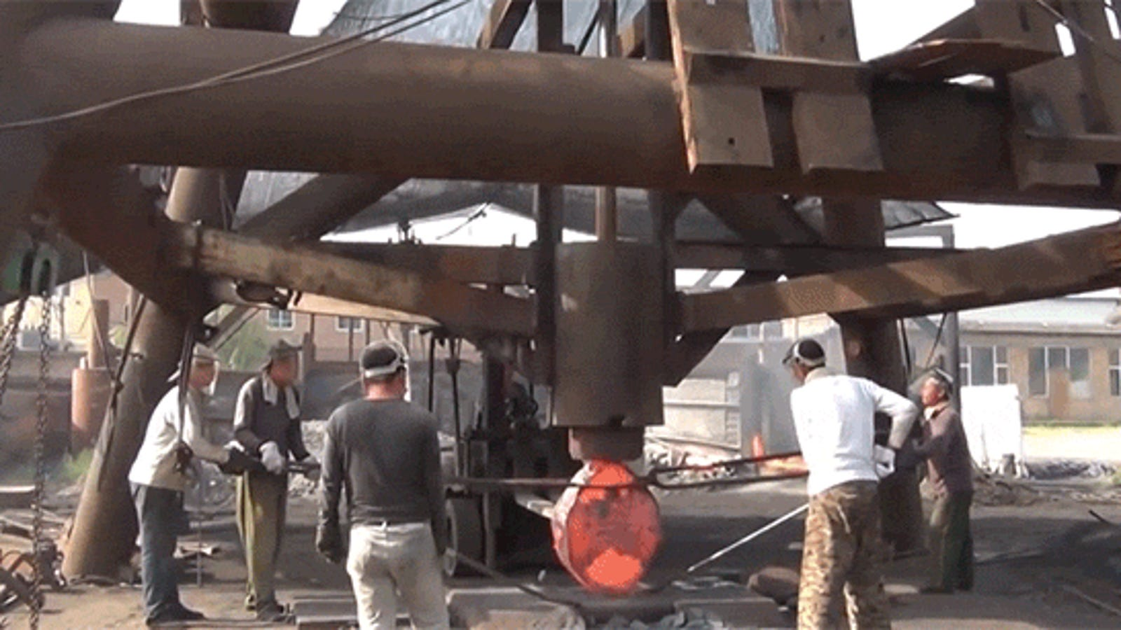 This Huge Forging Hammer Smashes Things Like a Real Life Thwomp from