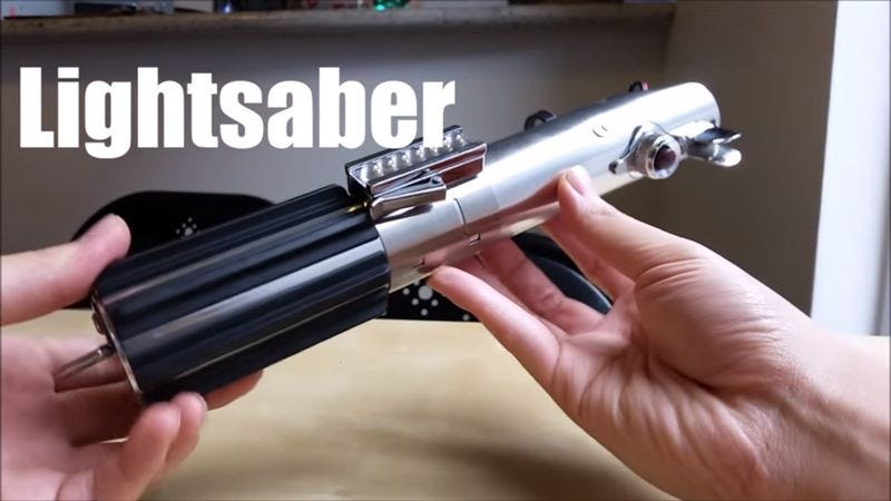 "Illustration for article titled A Star Wars superfan and hobbyist now has a ""real"" working lightsaber"