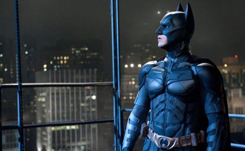 Illustration for article titled Un hombre se disfraza de Batman para perseguir a los payasos que asustan personas en Reino Unido