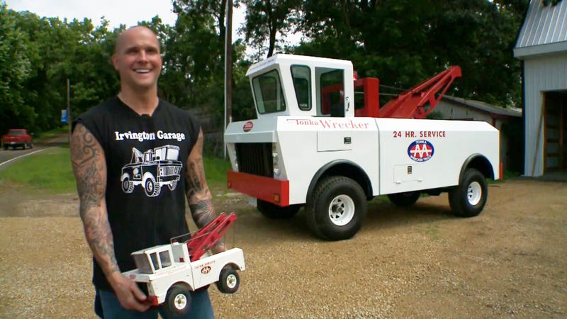 Illustration for article titled Wisconsin Man Builds Life-Size Tonka Truck