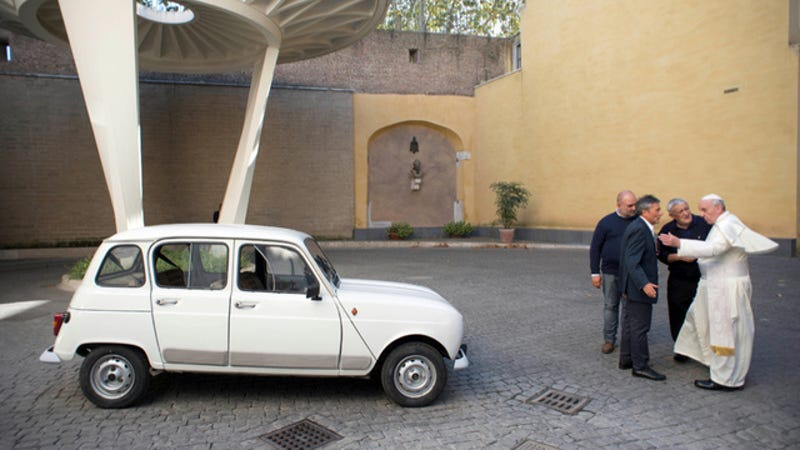 Illustration for article titled The Pope's New Car Is A 1984 Renault 4 Hatchback