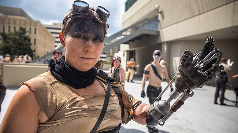 Illustration for article titled Perfect Mad Max Cosplay Is More Accurate Than The Actual Movie