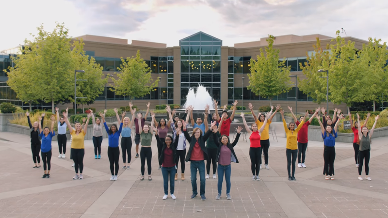 Los becarios de Microsoft han pasado ocho semanas grabando un musical sobre la compañía