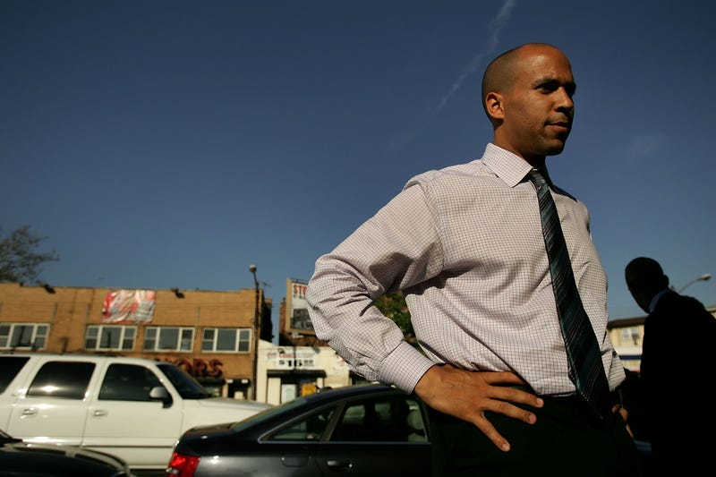 Illustration for article titled VIDEO: Newark Mayor Cory Booker Puts Conan O'Brien on 'No Fly' List
