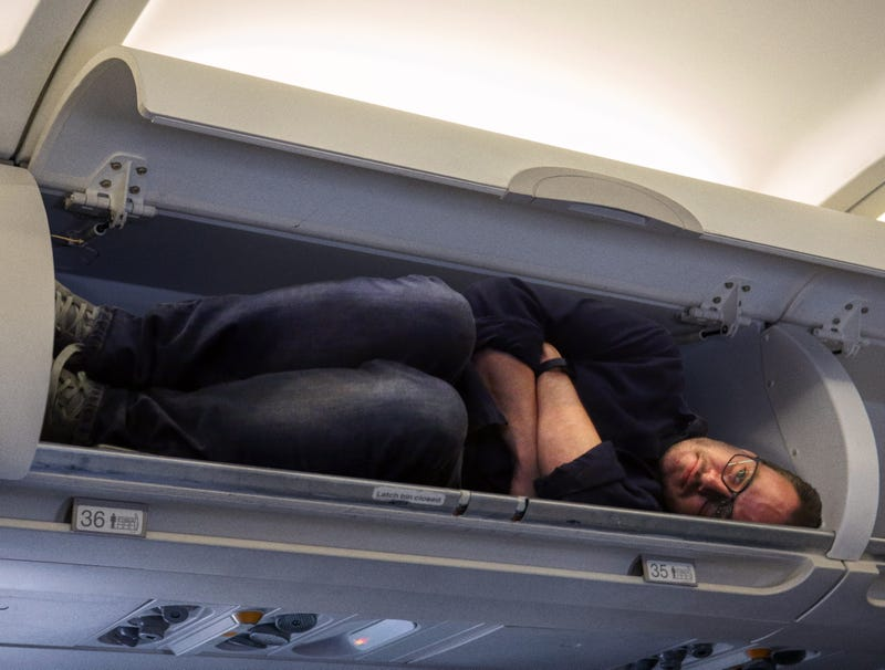 Illustration for article titled Inconsiderate Passenger Takes Up Entire Overhead Bin