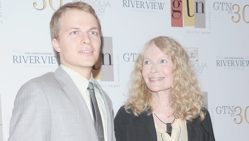 Illustration for article titled A Ronan Farrow Revelation Prompts A Lot of Wishing About Parentage