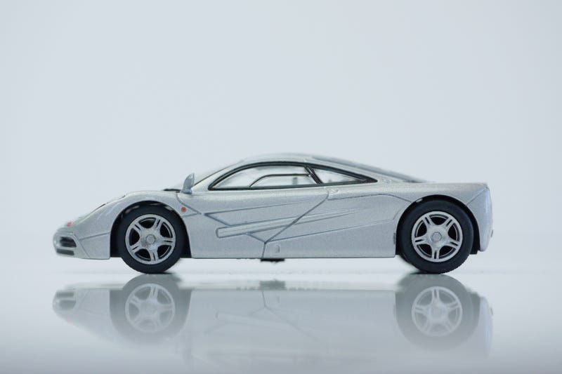 Illustration for article titled Kyosho British Sports Car collection 1/64 # 76 - Project Speeding Kiwi # 1 - 1998 McLaren F1