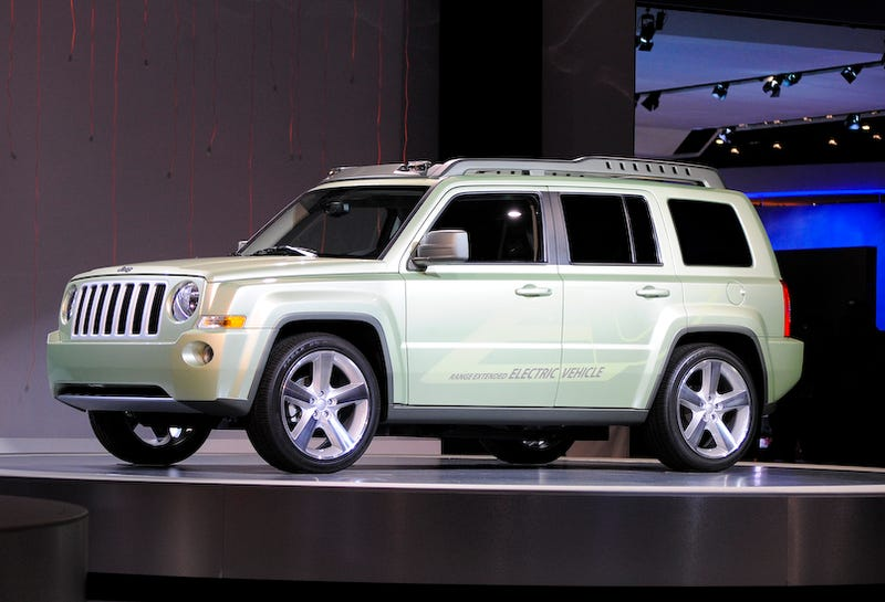 Illustration for article titled Jeep Patriot EV Shoots Off In Detroit