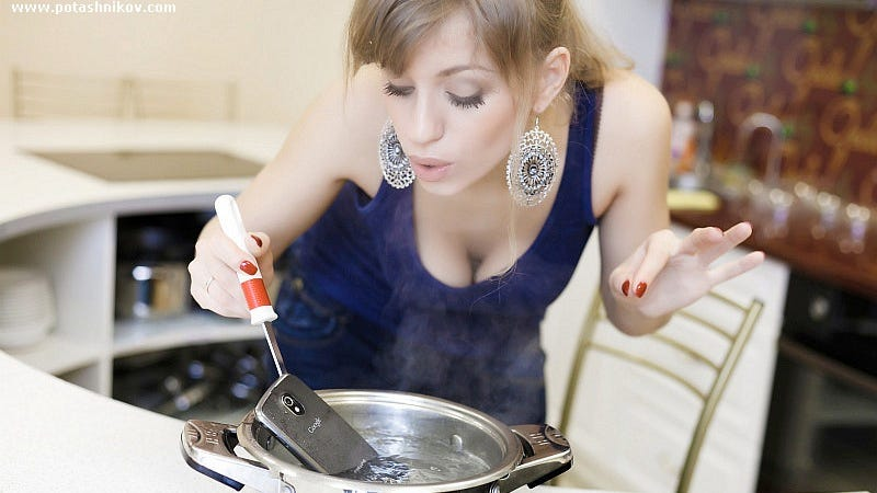 Illustration for article titled Strange Busty Russian Lady, Why in the Hell Are You Cooking Your Galaxy Nexus?