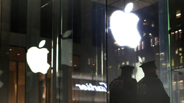photo image Cops Are Predictably Pissed About Apple's Plan to Turn Off USB Data Access on iPhones