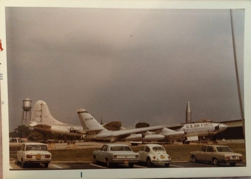Illustration for article titled Identify these cars & airplanes, Bonus Indy corner