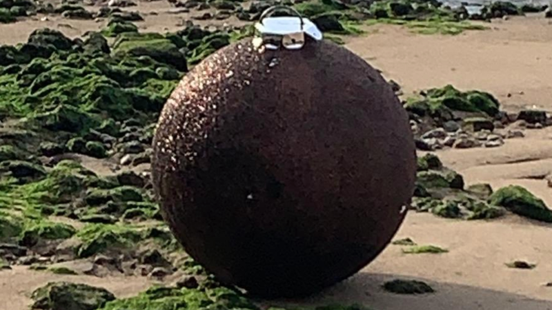 Illustration for article titled Police Investigate Bomb Scare, Find 'Giant Glittery' Christmas Ornament Instead
