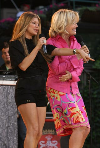 Illustration for article titled Diane Sawyer Shows Fergie Her Humps