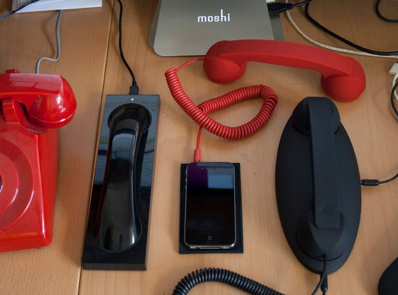 Illustration for article titled Review: Moshi Moshi Retro Handsets Make Your Cellphone Feel Like a Desk Phone