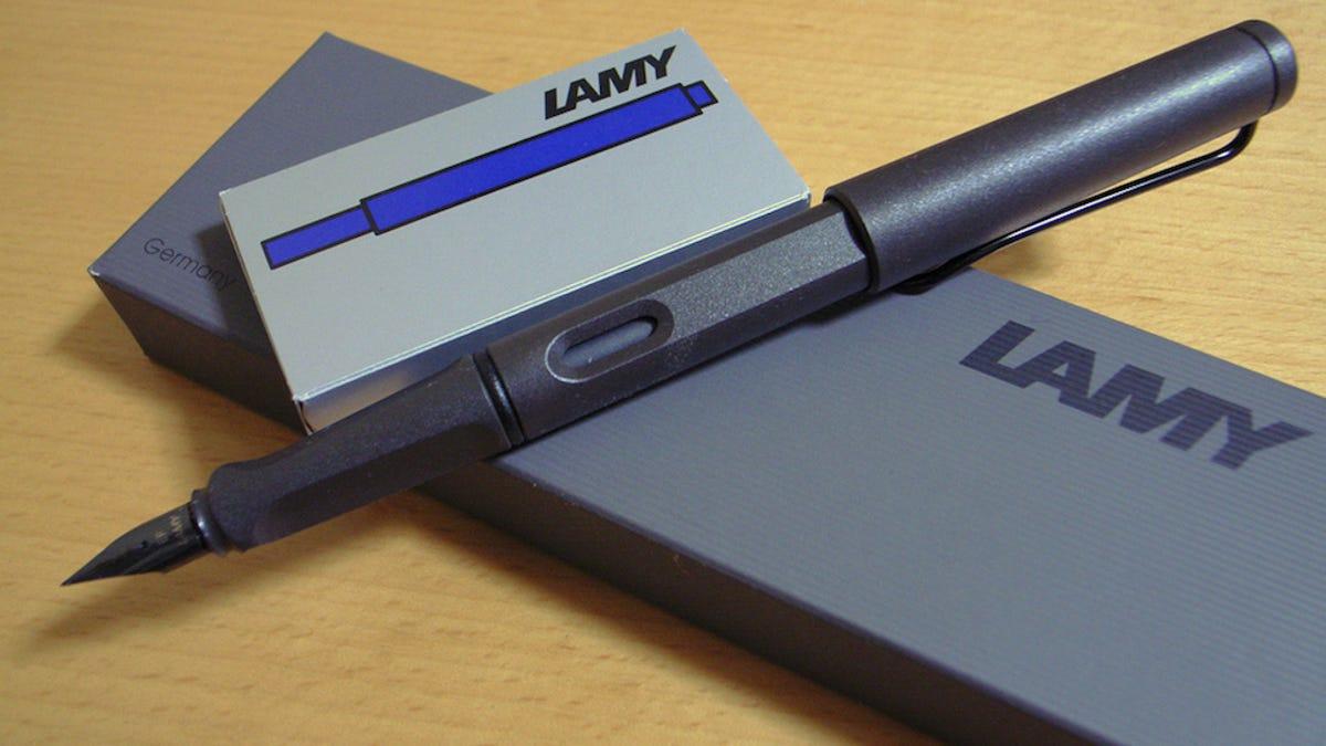 Budget Fountain Pen Showdown: Lamy Safari vs Pilot Metropolitan