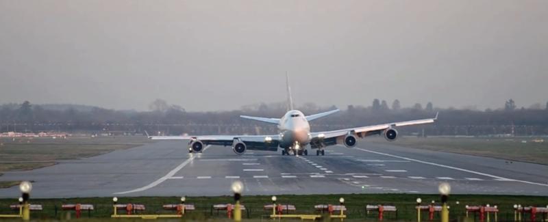 Illustration for article titled Un Boeing 747 aterriza de emergencia sin un tren de aterrizaje