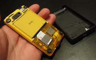 Illustration for article titled HTC HD Mini Runs Windows Mobile 6.5.3, Has Secret Yellow Back
