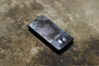 Illustration for article titled Is Your Cellphone Busted Up? Show Us Your Worst