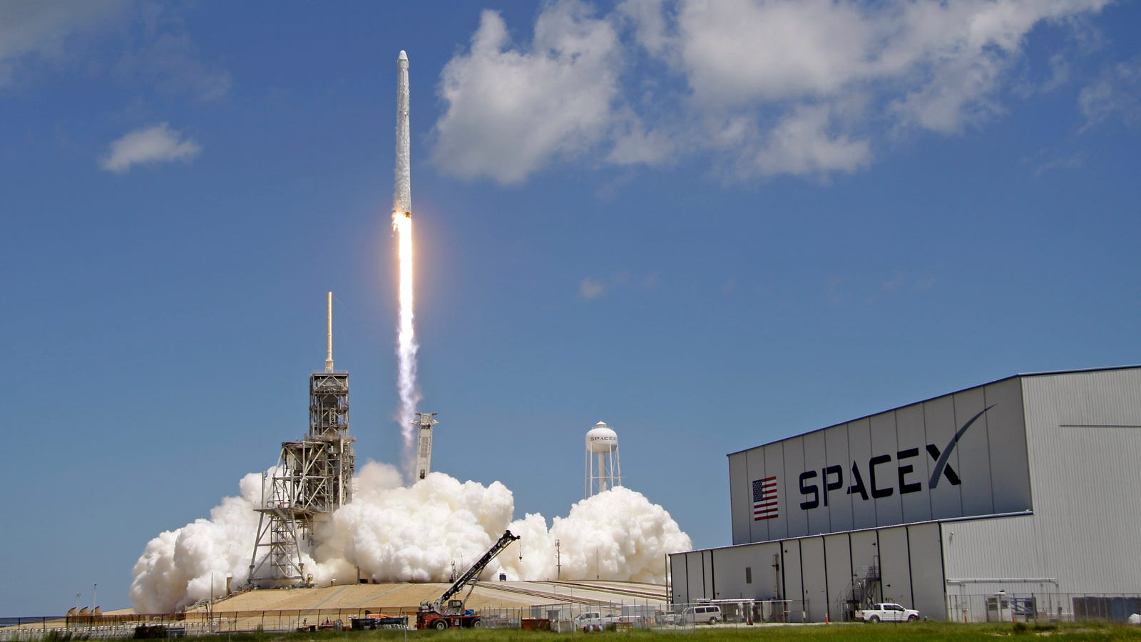 SpaceX Delays Next Falcon 9 Launch, Said to Carry Starlink ...