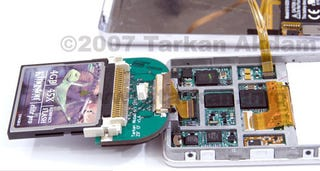Illustration for article titled Broken iPod 5G Replaces Hard Drive for Compact Flash