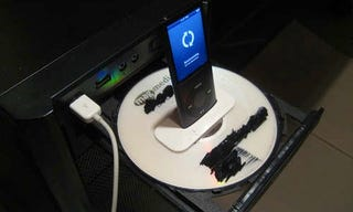 Illustration for article titled Turn Your Computer's CD Tray into an iPod Dock