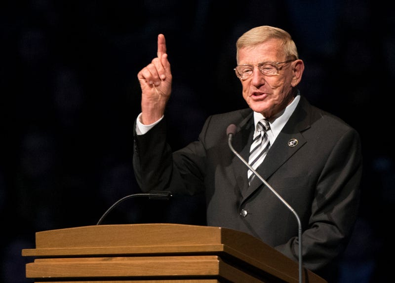 Lou Holtz Nixed From Speaking At Gala After Immigration Comments