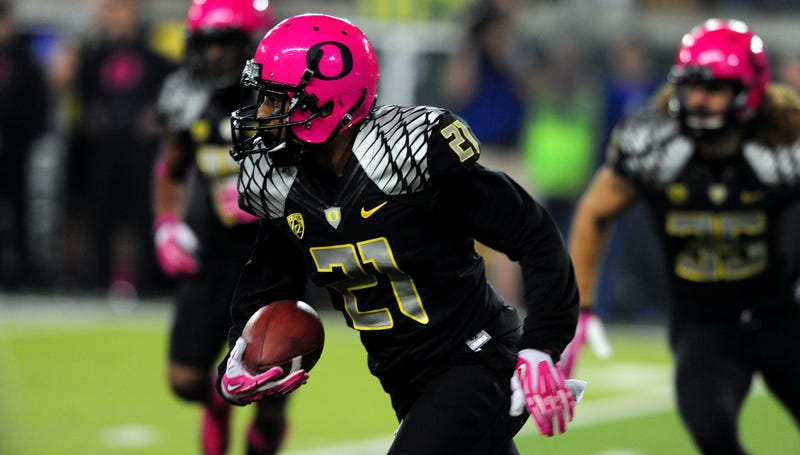 Illustration for article titled Oregon Fan Really, Really Didn't Like The Ducks Wearing Pink
