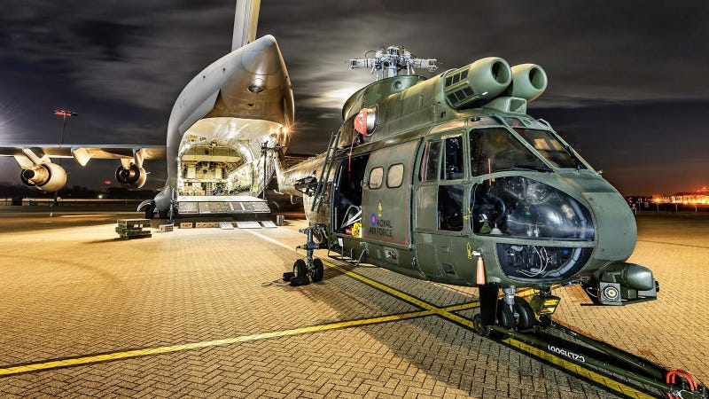 Illustration for article titled Spectacular Night Photos of the New Puma Helicopter