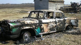Illustration for article titled Studebaker Burnt To The Ground By Vandals Is A Truly Painful Sight