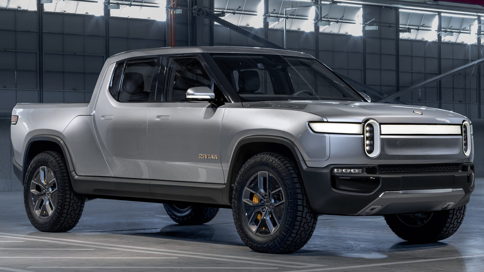 Rivian R1T: The Electric Pickup With a Front Trunk That ...