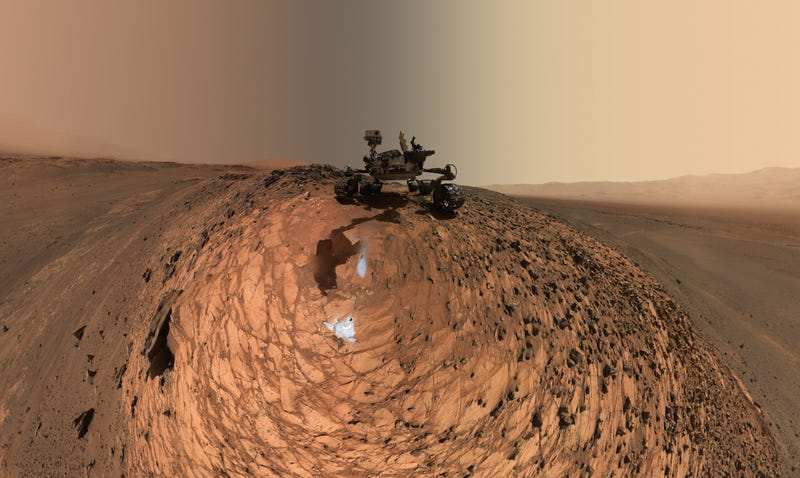 Illustration for article titled This Is the Curiosity Rover's Newest Selfie—and There's Something Unusual About It