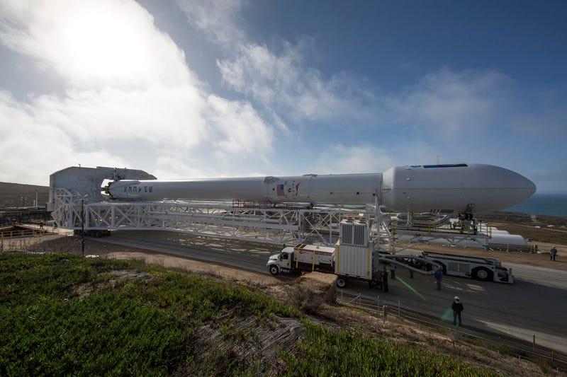 Illustration for article titled Falcon 9 ha tenido unaccidentadoaterrizaje sobre la barcaza del Pacífico