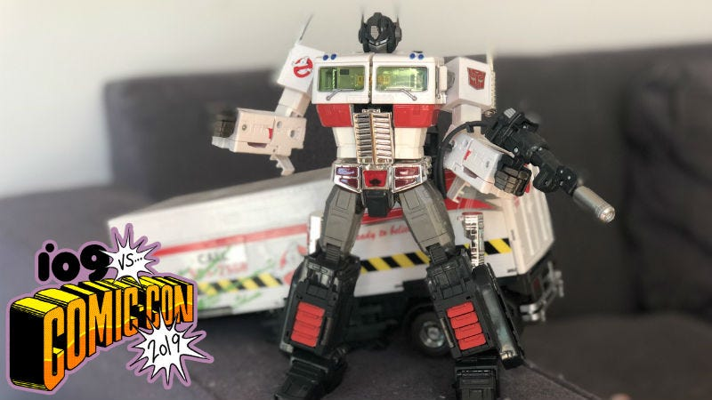 We unbox this amazing Ghostbusters Transformers Comic-Con exclusive.