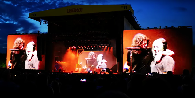"""Dave Grohl's daughter Violet joins Foo Fighters onstage to sing """"My Hero"""""""