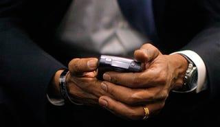 Illustration for article titled Barack Obama Forced to Kick BlackBerry Addiction