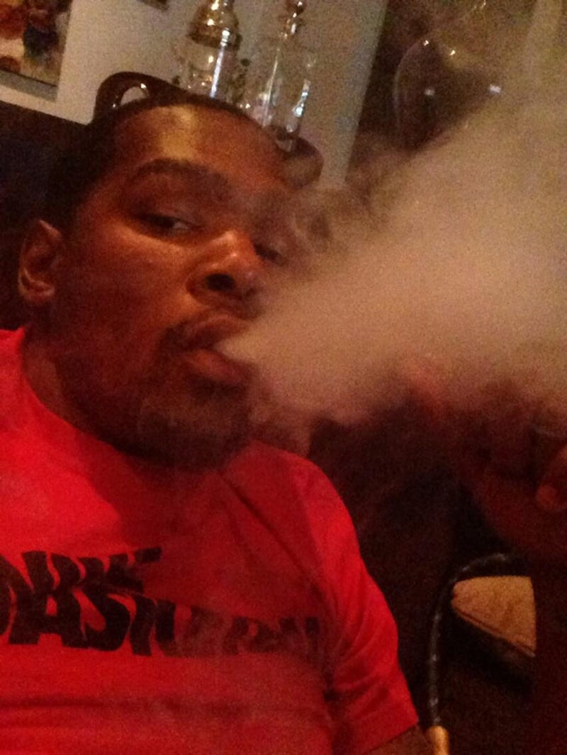 Illustration for article titled Kevin Durant Tweets Smoking Selfie, Deletes It, Says He Was Hacked
