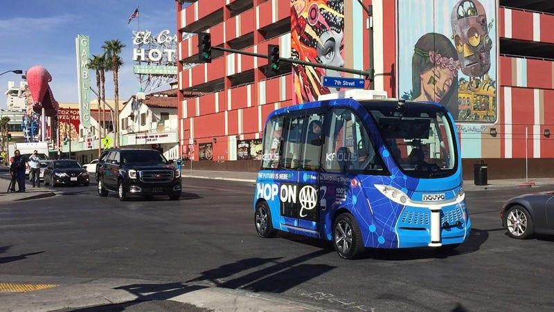 Las Vegas Shuttles >> Las Vegas Driverless Shuttle Is Back In Service But The