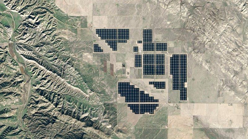 Illustration for article titled World's Largest Solar Plant Looks Like Someone Playing Tetris From Space