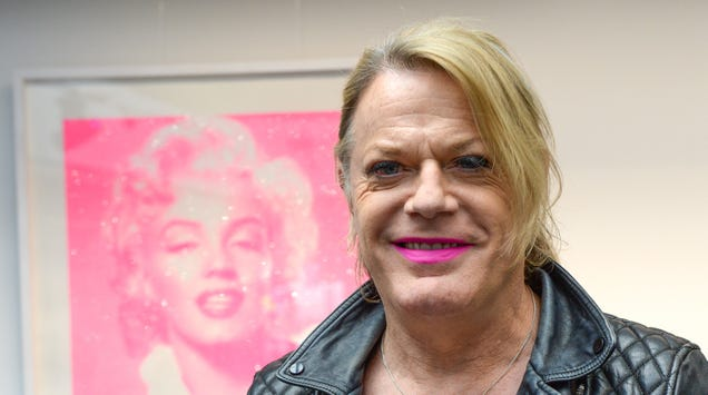 """Eddie Izzard uses only she/her pronouns now: """"I just want to be based in girl mode"""""""
