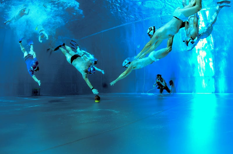 Illustration for article titled Why is underwater rugby the new generation of water sports, and where should you try it?