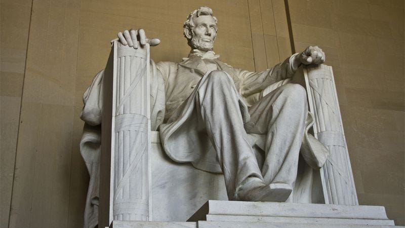 Illustration for article titled 10 Images That Make The Lincoln Memorial Go 'Aww' For Some Reason