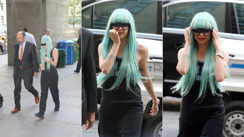 Illustration for article titled Here's What Amanda Bynes Is Wearing In Court Right Now