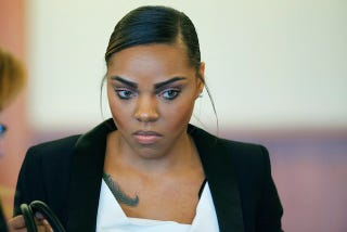 Illustration for article titled Aaron Hernandez's Fiancée May Get Immunity To Testify Against Him