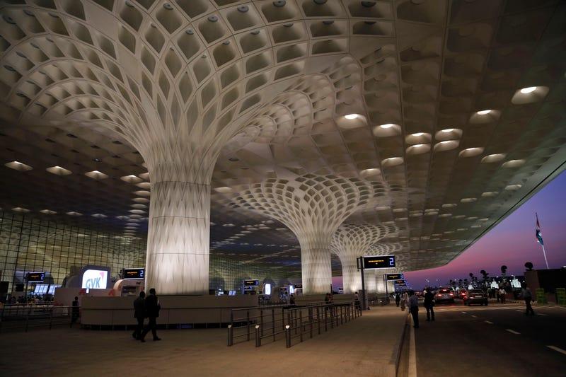 Illustration for article titled Bollywood y pavos reales: la nueva terminal del aeropuerto de Bombay